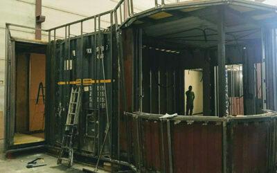 Oficina con contenedores marítimos